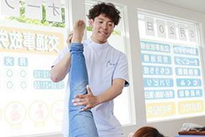 膝の可動域検査